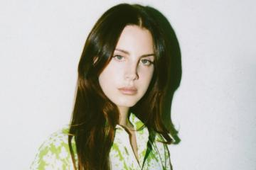 "Lana Del Rey muestra su nuevo sencillo ""Hope is a Dangerous Thing for a Woman Like me to have - But i have it"". Cusica Plus."