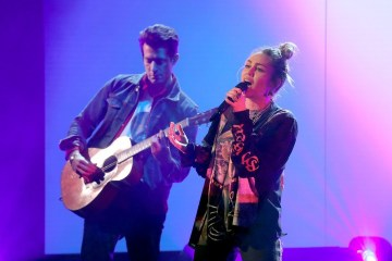 "Mark Ronson y Miley Cyrus se presentaron en el Show de Ellen Degeneres con el tema ""Nothing Breaks Like a Heart"". Cusica Plus."