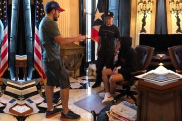 Bad Bunny y Residente se reunieron con el gobernador de Puerto Rico, Ricky Rosselló. Cusica Plus.