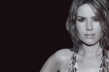 "Dido sigue adelantando su disco con el sencillo ""Give You Up"". Cusica Plus."