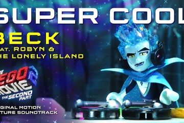 "Beck se unió con Robyn y The Lonely Island para el tema ""Super Cool"" de la película 'Lego Movie 2"". Cusica Plus."
