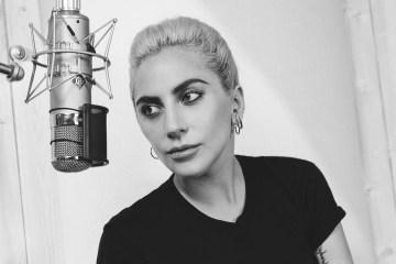 Lady Gaga interpretó dos temas de Frank Sinatra en un bar de Hollywood. Cusica Plus.