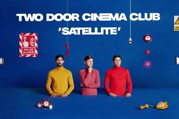 "Two Door Cinema Club estrena el tema ""Satellite"" de su próximo disco. Cusica Plus."