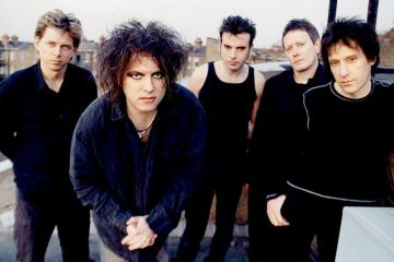 The Cure se presentó en la ceremonia de inducción al Salón de la fama del Rock. Cusica Plus.