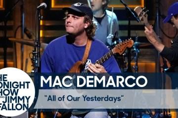 """Mac DeMarco llegó al show de Jimmy Fallon para cantar """"All of Our Yesterdays"""". Cusica Plus."""