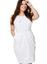 White dress for plus size women: trendy fashion of white color
