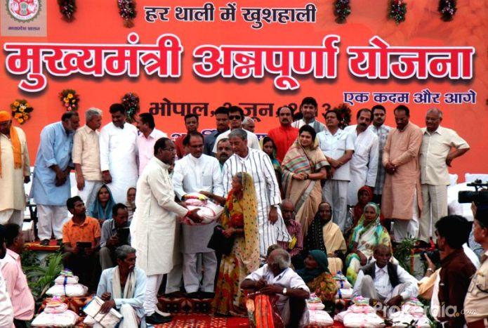 Annapurna Yojana   Chouhan Thali for Rs 10 in MP