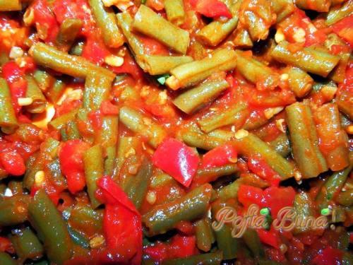 zacusca-de-fasole-verde-pentru-iarna-pofta-buna-gina-bradea (1)