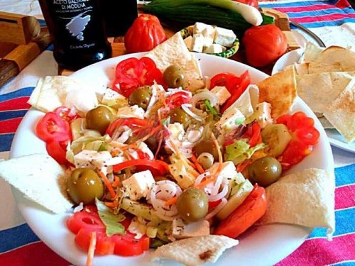 Salata-greceasca-pofta-buna-cu-gina-bradea (2)