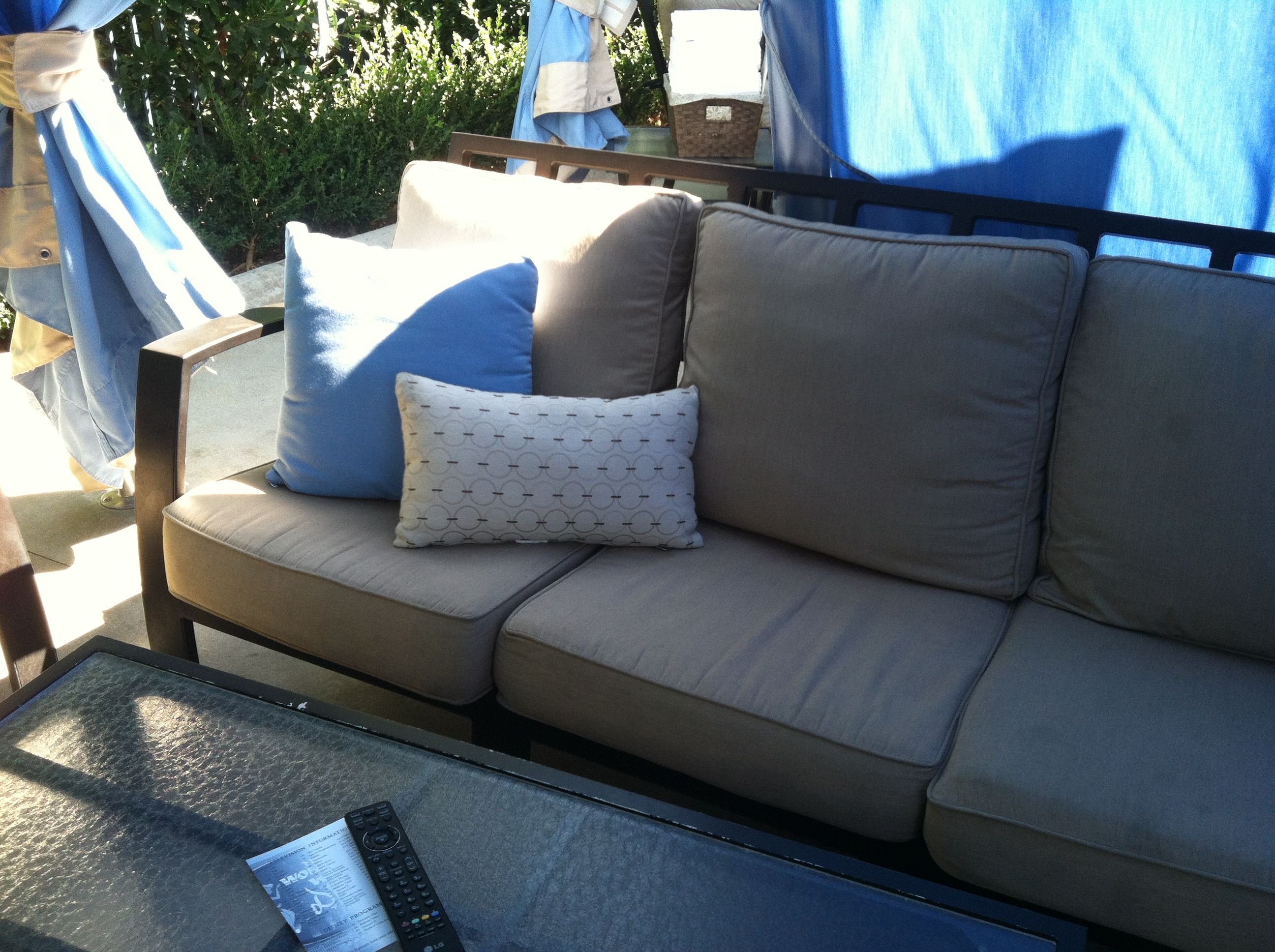 Big Sofa Cabana Poolside Cabana At The Disneyland Hotel Pool - Points And