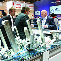 Rund 1.800 Aussteller aus über 50 Ländern stellen auf der drupa 2016, die weltweit führende Fachmesse für print und crossmedia solutions (31. Mai bis 10. Juni), die Vielseitigkeit und Innovationskraft ihrer Branche eindrucksvoll unter Beweis. Im Zentrum stehen vor allem Zukunfts- und Highlight-Themen wie packaging production, multichannel, 3D-printing, functional printing oder industrielle Druckanwendungen. | To the tune of round about 1,800 exhibitors from over 50 countries will give impressive proof of the versatility and innovative power of their sector from 31 May to 10 June at drupa 2016,  the world leading trade fair for print and crossmedia solutions. The focus is especially on next-generation and highlight themes such as packaging production, multichannel, 3D printing, functional printing and industrial applications.