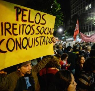 Servidores públicos federais de diversas categorias protestam no centro do Rio contra a reforma da Previdência, o congelamento de salários e desligamentos. Foto: Fernando Frazão/Agência Brasil