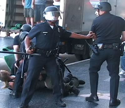 LAPD beating. Sgt. motioned back
