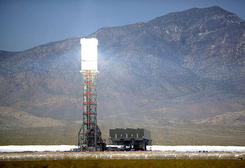 Ivanpah_Solar_Power_Facility_Online
