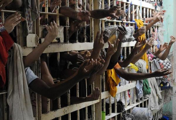 Cela superlotada de prisão em Vila Velha (ES), em 2009. Foto: Wilson Dias/Abr