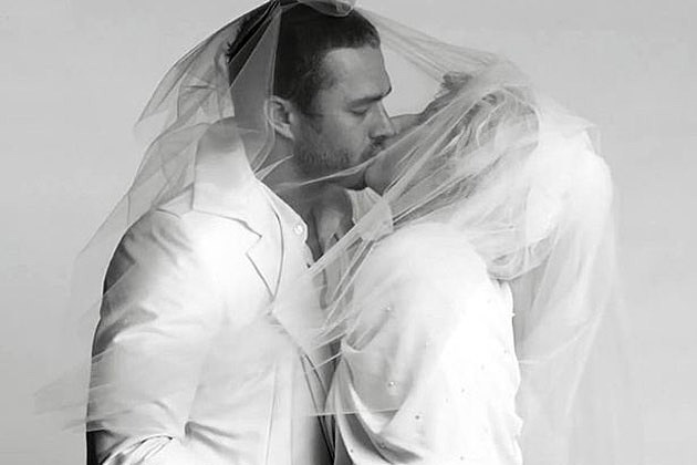 Lady Gaga Taylor Kinney Kissing