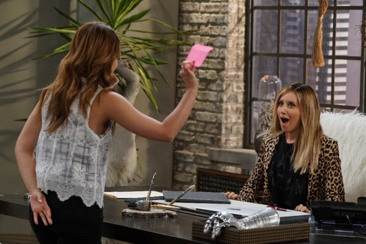 """YOUNG & HUNGRY - """"Young & Sofia"""" - Sofia makes her entry into the world of journalism, working for the formidable Logan Rawlings on a special episode of """"Young & Hungry,"""" airing on WEDNESDAY, JULY 20 (8:00-8:30 p.m. EDT), on Freeform. (Freeform/Eric McCandless) ASHLEY TISDALE"""