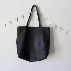 Live FashionABLE Mamuye Black Leather Tote in a capsule wardrobe for Project 333. Like Madewell Transport Tote.
