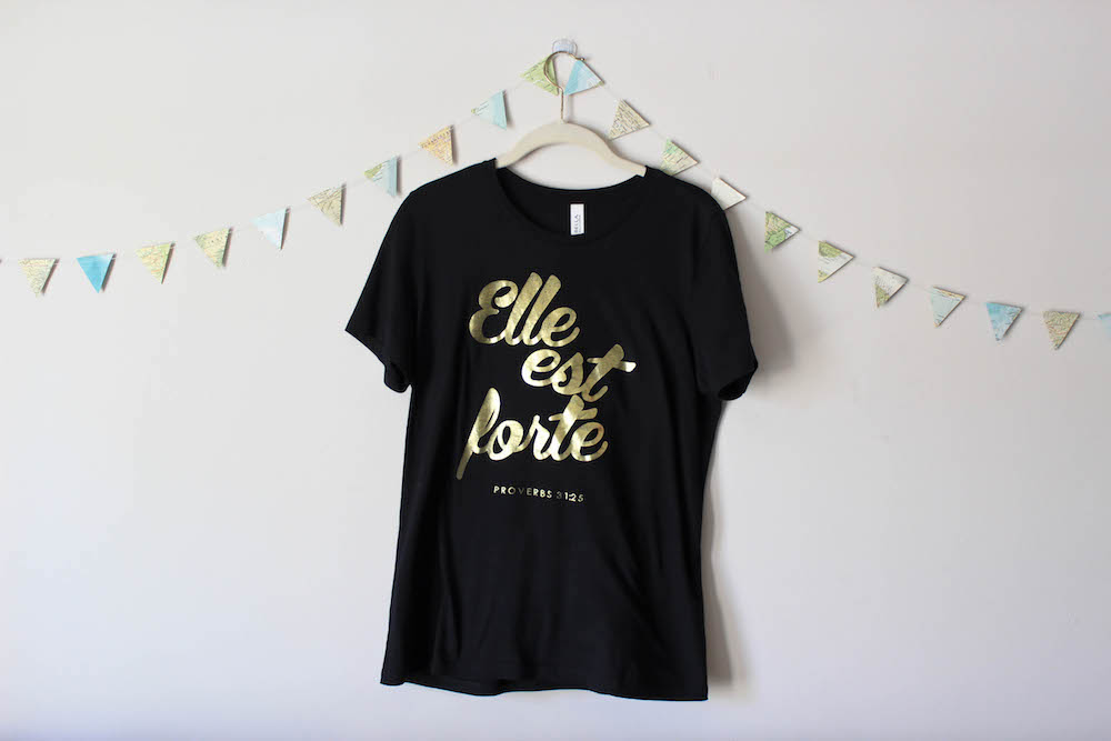 She Is Clothing Elle est Forte Proverbs 31 Tee Everlane Black V-Neck Tee in a winter capsule wardrobe for Project 333