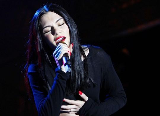 jessie-j-performing-live-on-stage-17