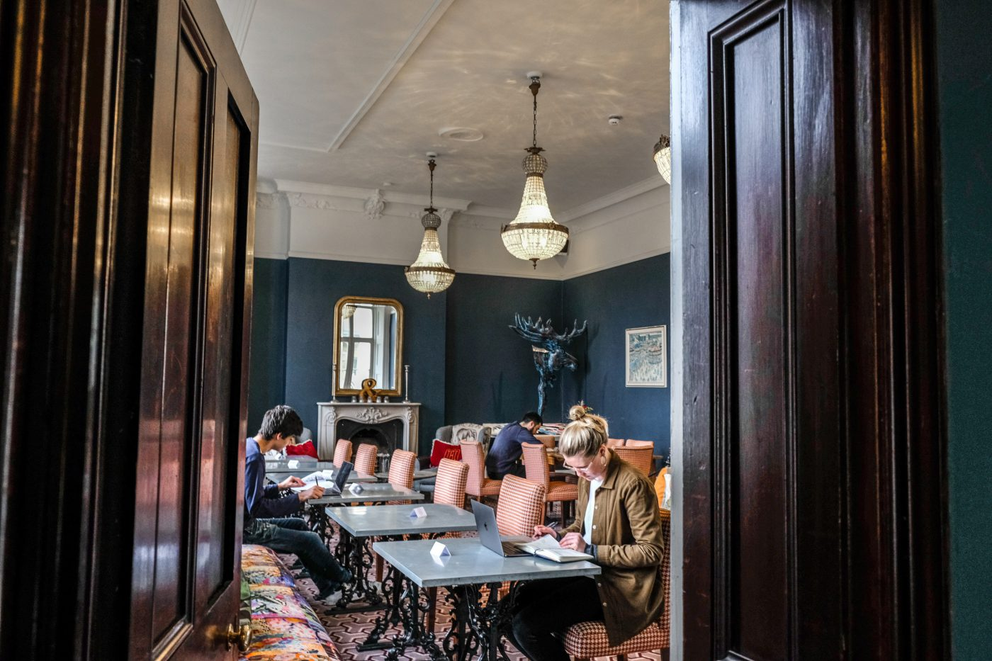 Restaurant Furniture For Less Startup Turns London S Empty Restaurant Tables Into Co Working Desks