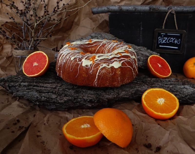 Bizcocho de naranja y chocolate blanco