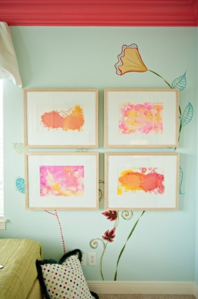 What Style of Wallpaper Should I Use With My Gallery Wall? - Porch Advice
