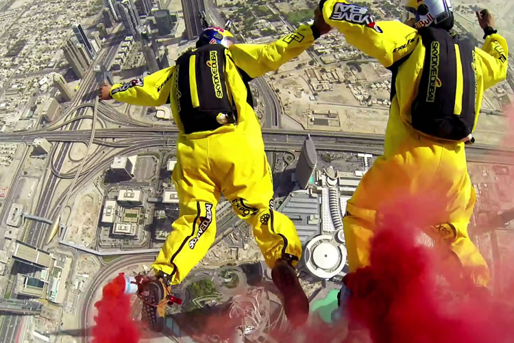 base-jump-burj-khalifa-dubai-world-record-2014-1