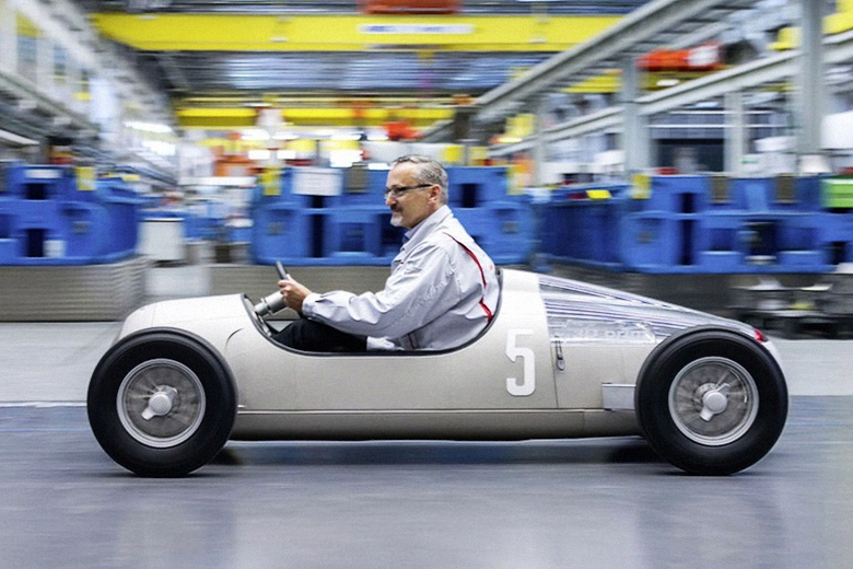 Audi-s-3D-Printed-Replica-1936-Auto-Union-Type-C-01