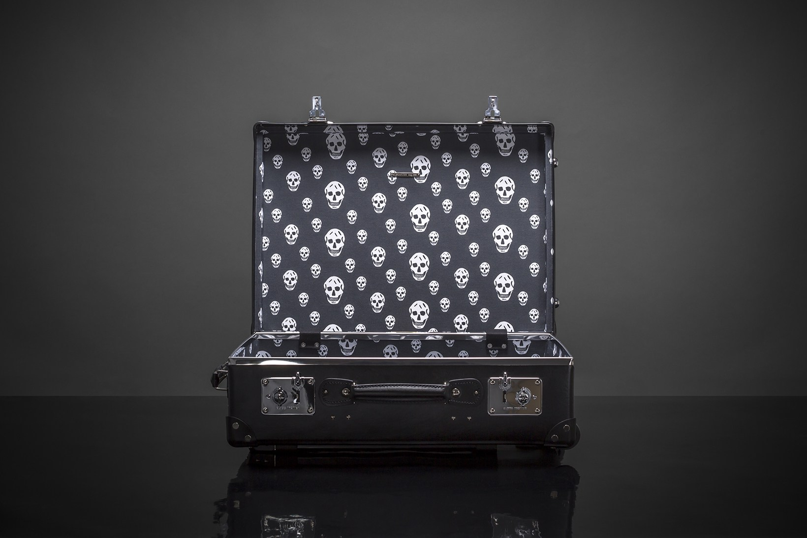 alexander-mcqueen-globe-trotter-luggage-skulls-studs-ss16-3