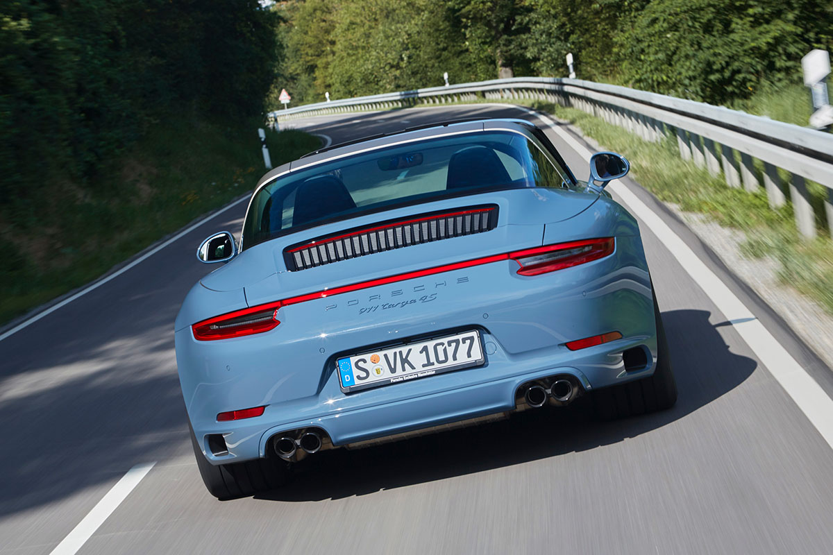 porsche-911-targa-4s-design-edition-2016-etna-blue-3