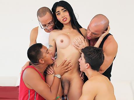 Konulu Travesti Porno