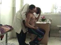 Doutor gay fudendo no hospital