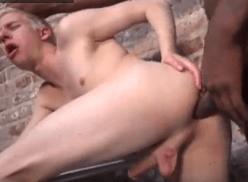 Loiro gay dando pro negão