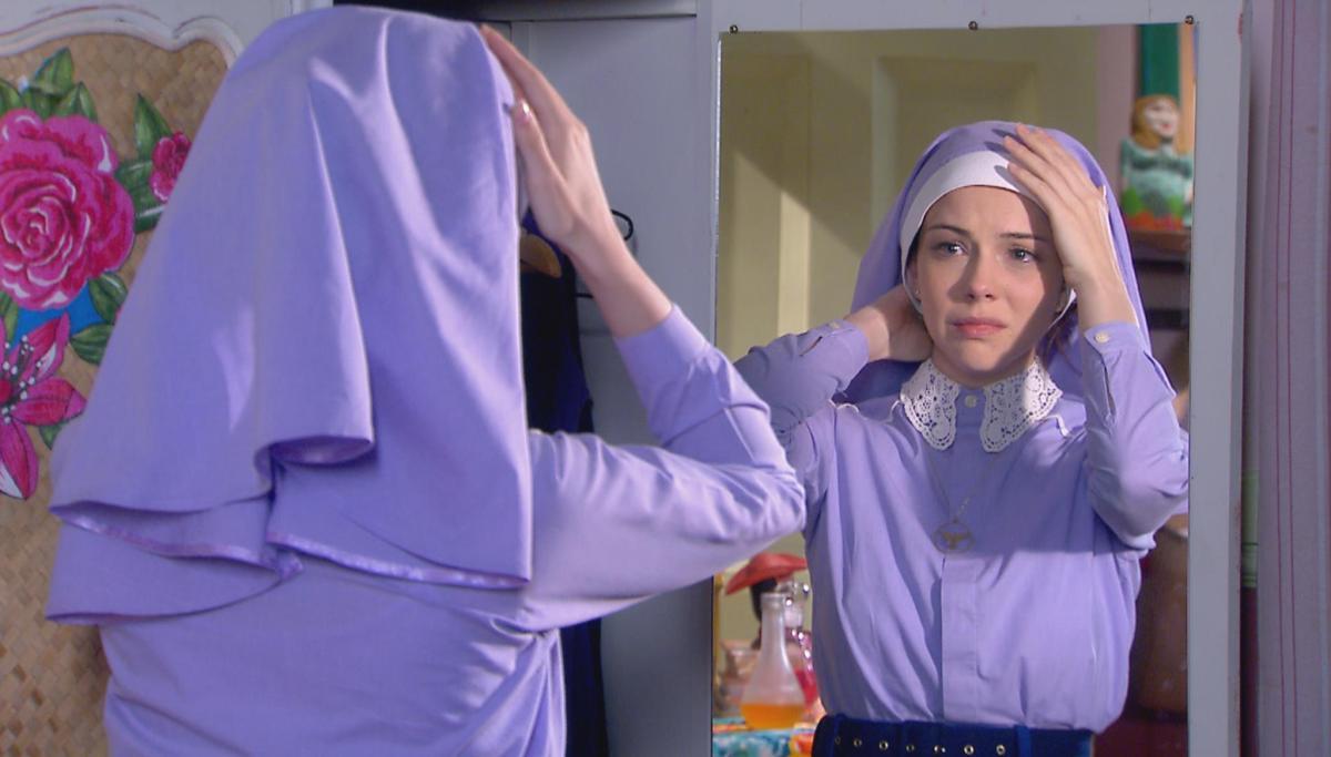 """Hoje: Cecília tira o véu de noviça pela primeira vez em """"Carinha de Anjo"""""""