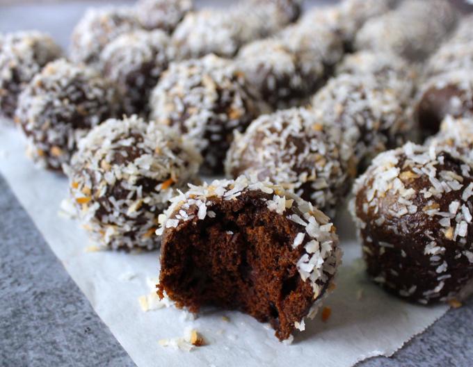 ChocolateCoconutDonutHoles4