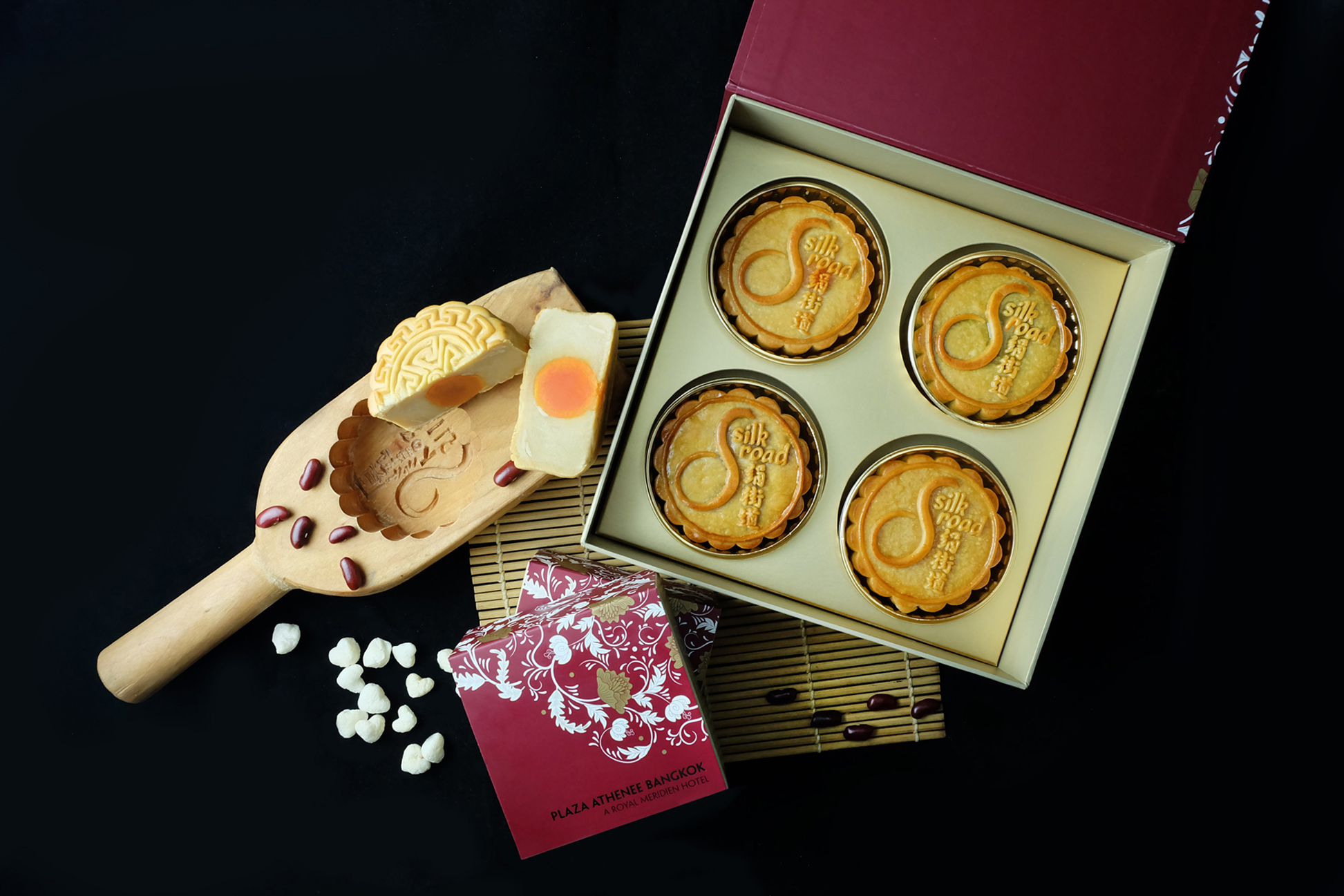 02.Original Box of 4 Pieces_Matchless Mooncakes_Plaza Athenee Bangkok, A Royal Meridien