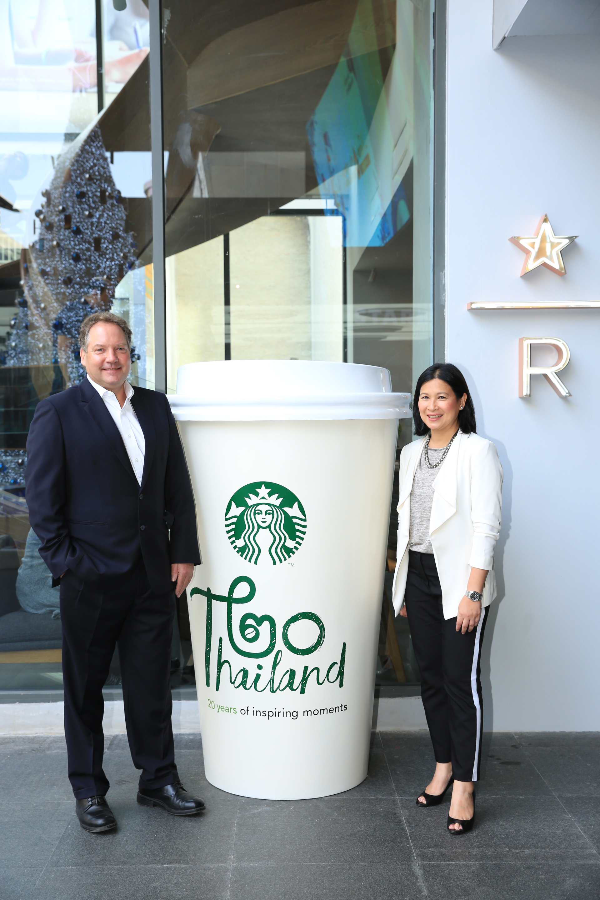 Murray Darling MD and Sumonpin Marketing Director with giant cup