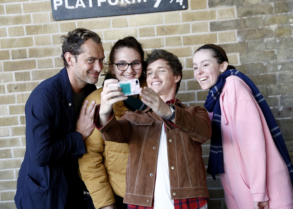 LONDON, ENGLAND - SEPTEMBER 01: Eddie Redmayne (R) and Jude Law (L), stars of Fantastic Beasts: The Crimes Of Grindelwald, surprise fans at platform 9 3/4 during 'Back to Hogwarts' day celebration at Kings Cross Station on September 1, 2018 in London, England. (Photo by John Phillips/Getty Images for Warner Bros) *** Local Caption *** Eddie Redmayne; Jude Law