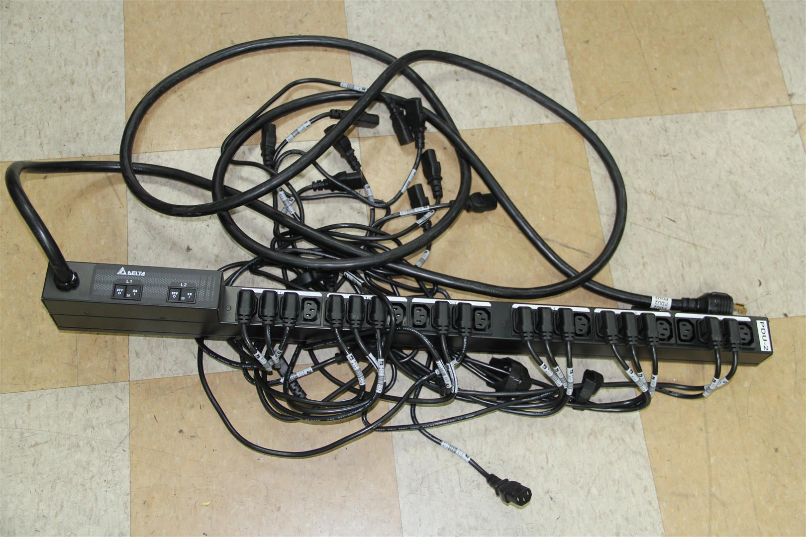 24 Outlet Delta Vertical 24 Outlet Power Distribution Unit Strip Pdu