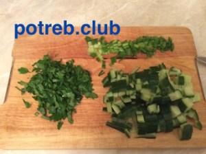 Как приготовить салат из консервированных кальмаров