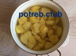 Курица тушеная с картошкой и баклажанами