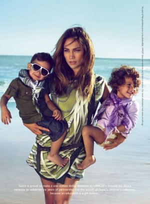 kids endor sp 2 300x408 J. Lo para Gucci.