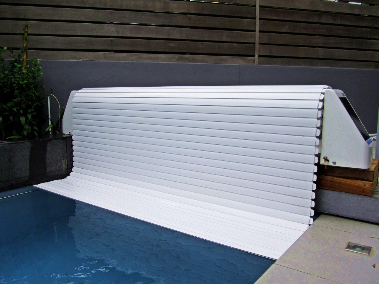 Jacuzzi Pool Covers Solar Powered Slatted Cover Powerplastics Pool Covers