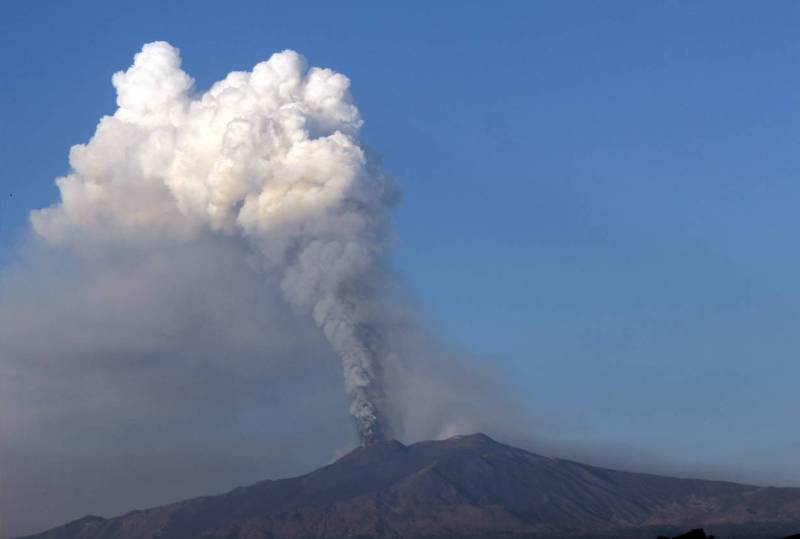 """Дыхание"" вулкана Этна."
