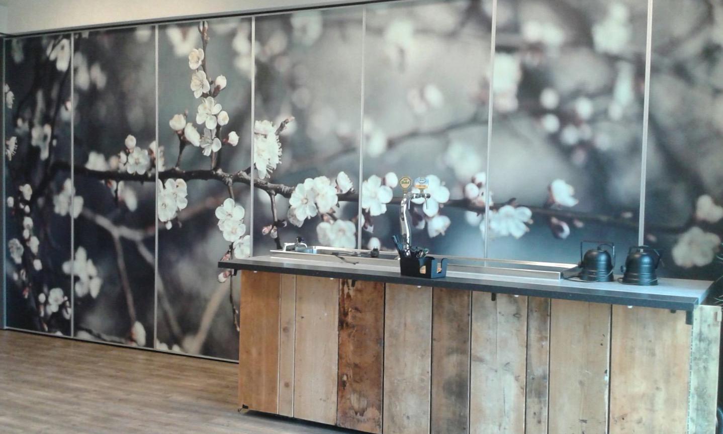 Behang Kinderkamer Ruimtevaart : Fotobehang ruimte fotobehang bloemen wolken