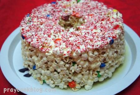 popcorn christmas cake