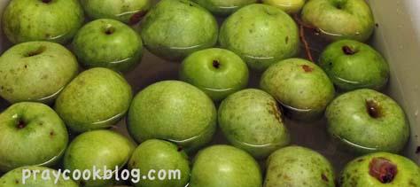 Granny smith apples sink