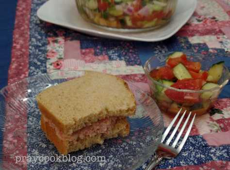 ham salad sanwich tom cuc salad