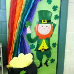 St. Patricks Day door decoration idea